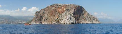 Алания - Поглед към крепостта от морето