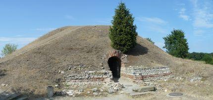 Тракийската куполна гробница