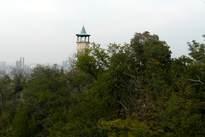Поглед от върха на Сахат тепе към часовниковата кула 24.X.2009г.